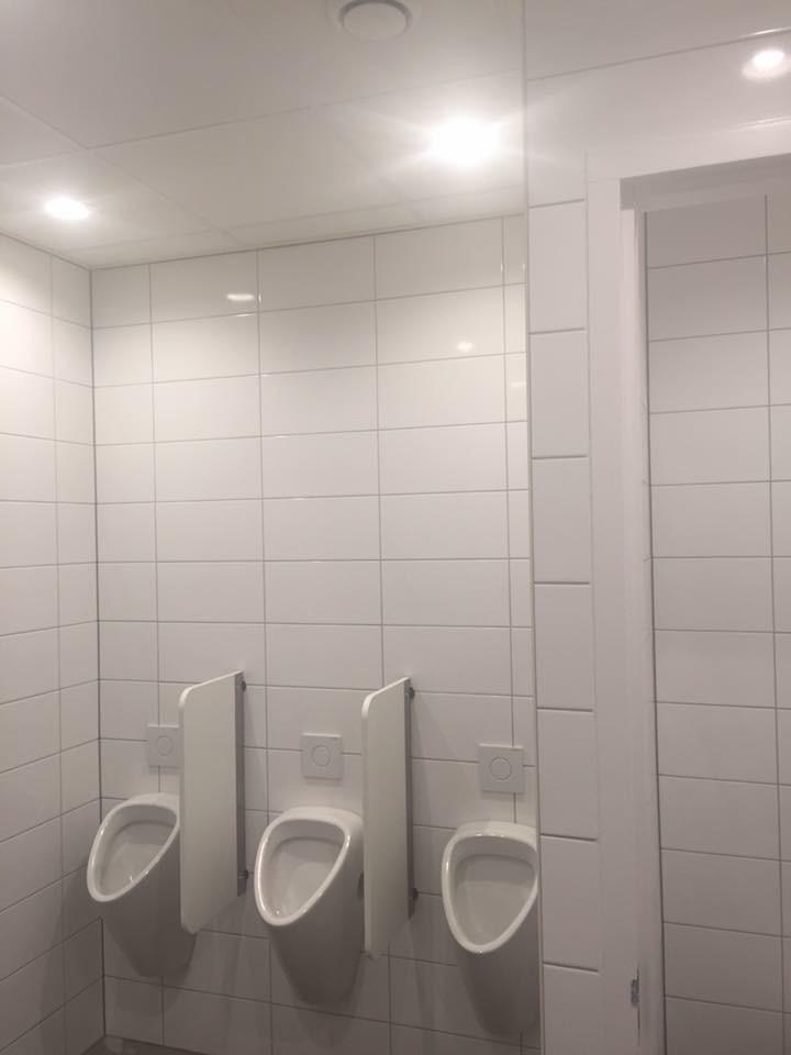Aanleg kleedruimtes douches toiletten